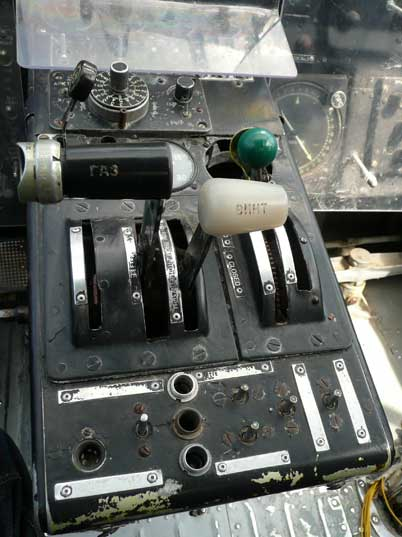 Throttle on the centre console of the Antonov An-2 bi plane