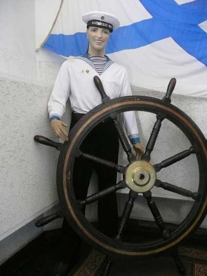 Baltic Fleet sailor behind a Ruther under the Russian naval ensign