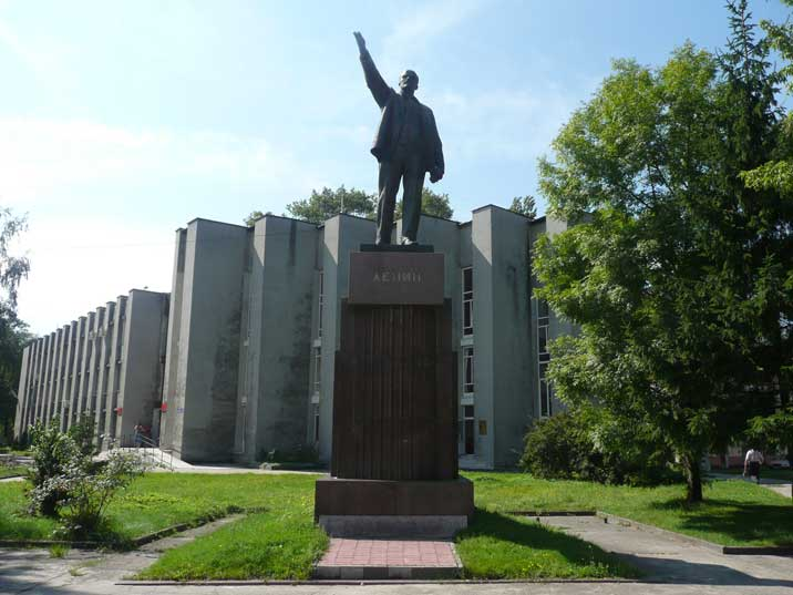Lenin statue in front of a Soviet era building in Baltiysk
