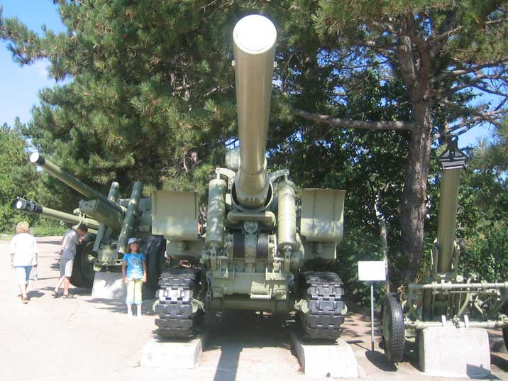 152 mm gun M1935 produced in limited numbers in Stalingrad