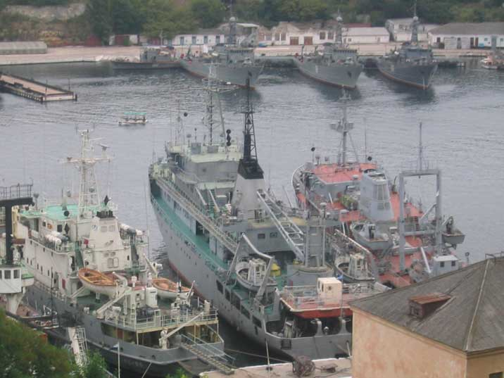 Russian SR-28 Bereza class degaussing ship in Yuzhnaya bay
