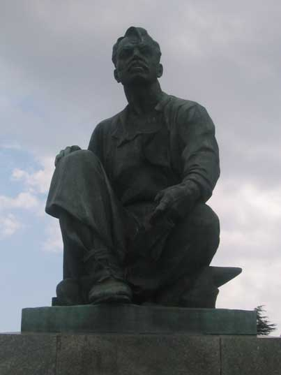 Soviet worker with an anvil flanking Lenin in Sevastopol