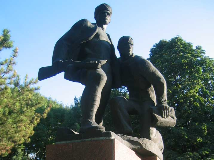 Word war II monument in Simferopol depicting Red Army soldiers