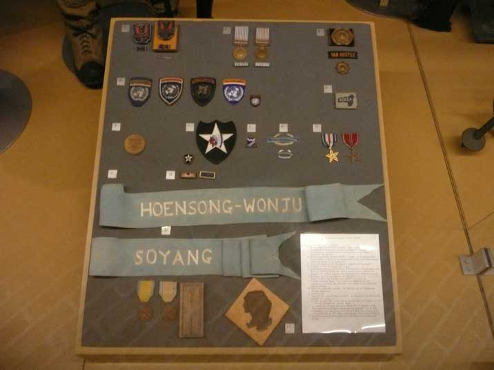 Various military items of the Dutch army during the Korean War
