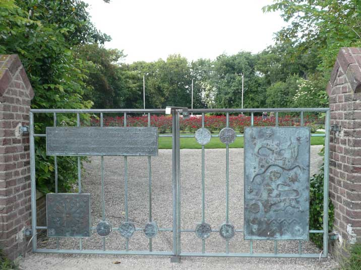 Entrance gate with Russian text to the Georgian cemetery