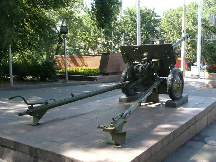 A ZiS-3 76 mm field gun, guarding the entrance of Panfilov Park
