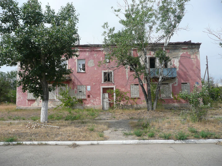 Most of the population also left Kurchatov when the nuclear program ended, resulting in many empty houses