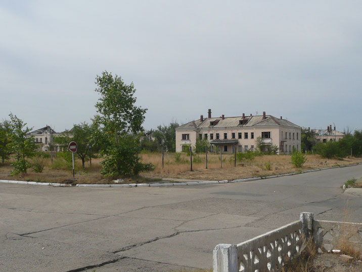 Most residential area's of Kurchatov are now abandoned, some people still live in the city centre
