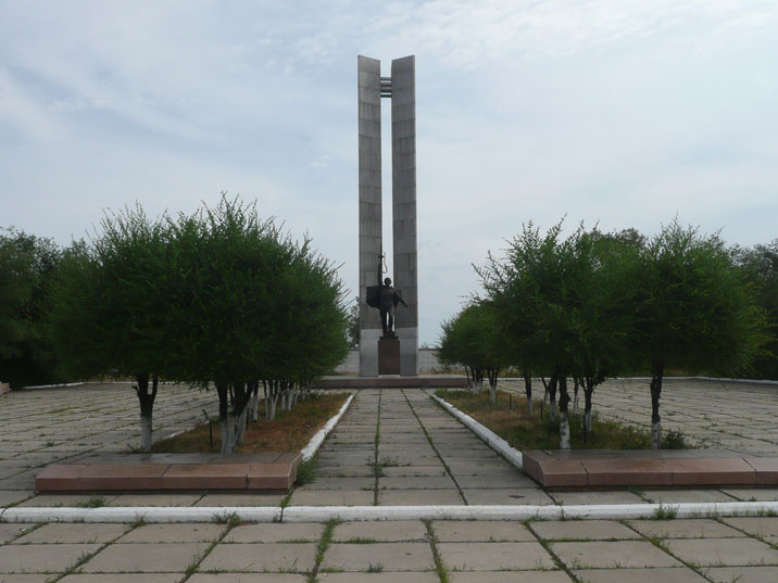 World War II monument with two obelisks and a red army soldier in Kurchatov