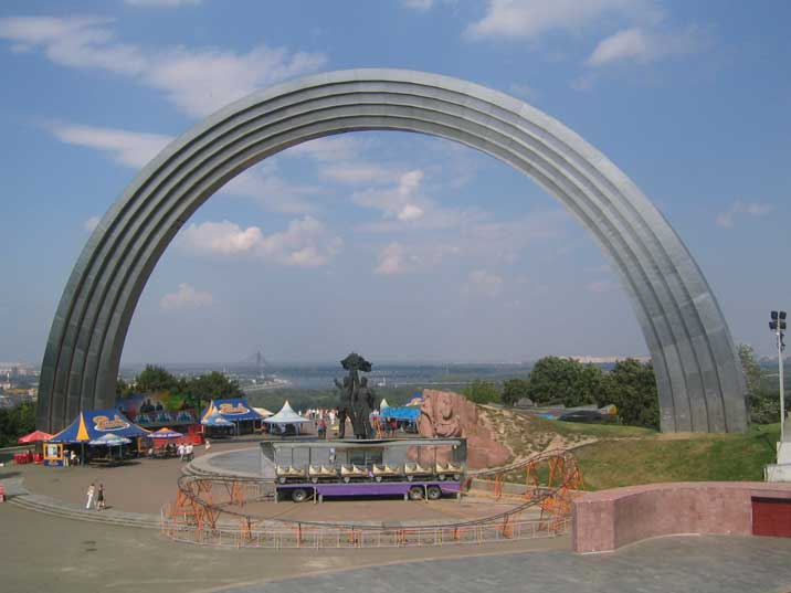 People's Friendship Arch for the unification of Russia and Ukraine