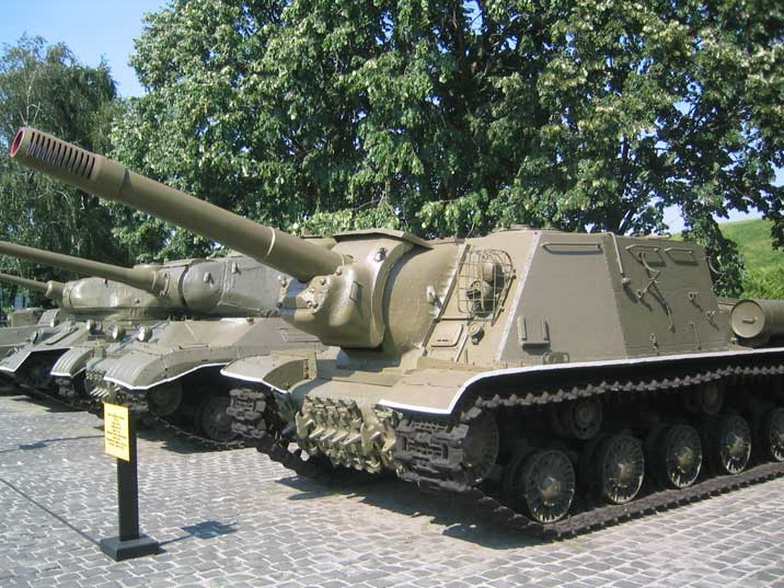 Soviet World War II ISU-152 armoured self-propelled gun
