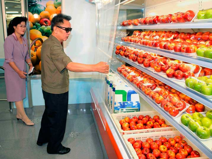 Kim Jong Il inspecting apples at a newly opened Pyongyang store
