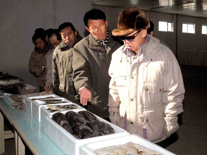 Kim Jong Il with fish at the Wonpyong Taehung Fishery Station