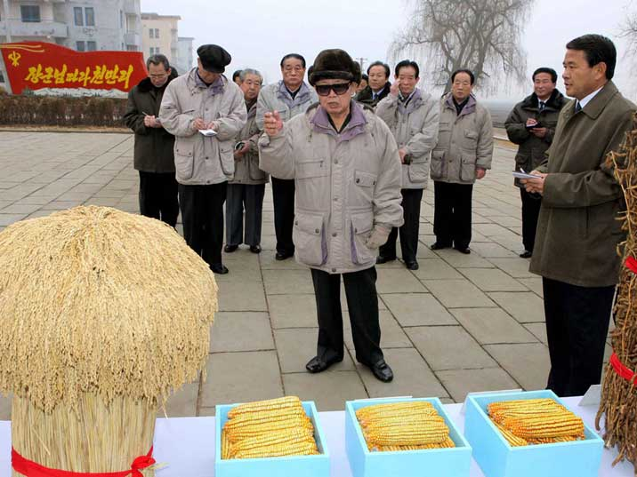 Kim Jong Il inspects the Oguk Co-op Farm in Anak County