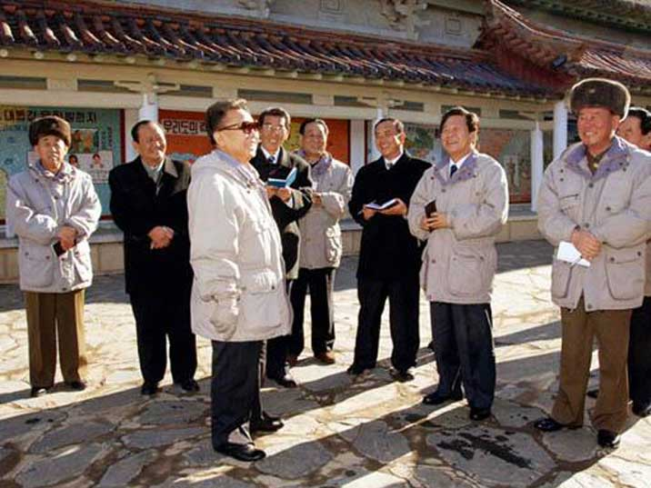 Party dignitaries listening to Kim Jong Il in Sariwon Folks Street