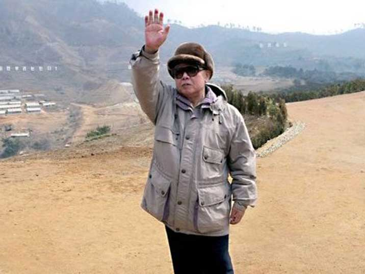 Kim Jong Il waving at soldiers at a Korean People Army base