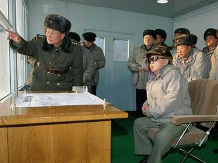 Kim Jong Il observes exercises of the 105 Guards Tank Division
