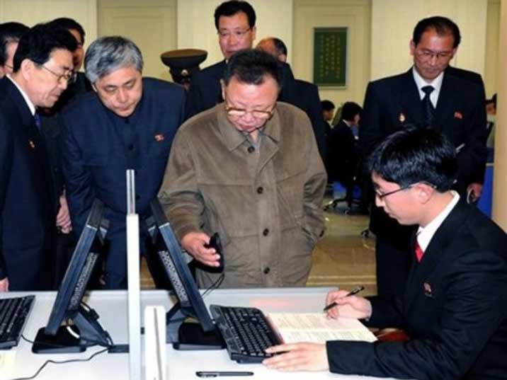 Kim Jong Il looking at a computer mouse
