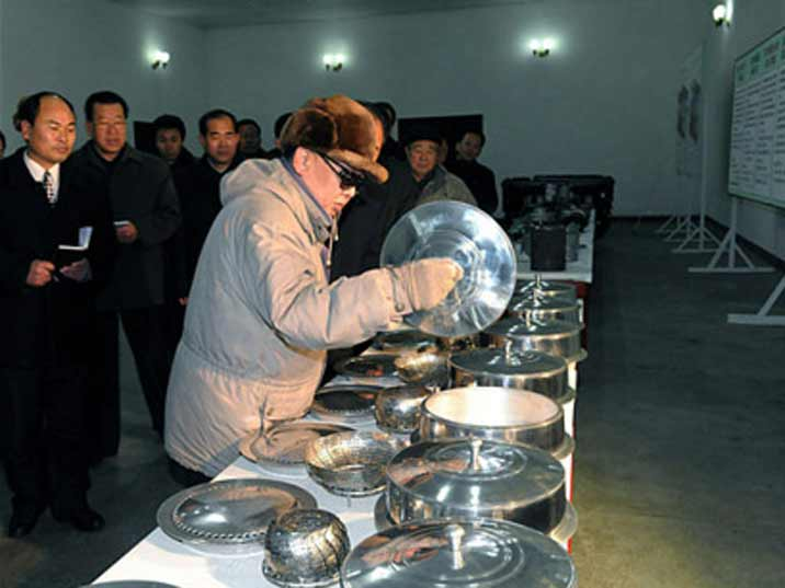 Kim Jong Il looking at various models of steam pans
