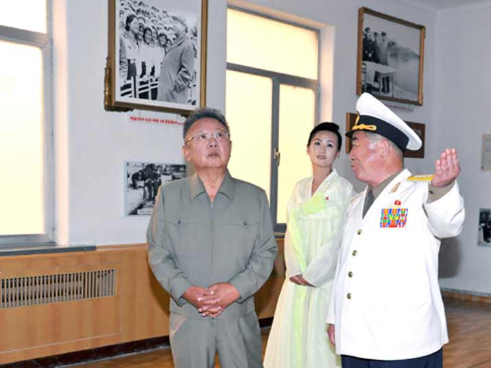 Kim Jong Il looking at a museum while being guides by a navy officer
