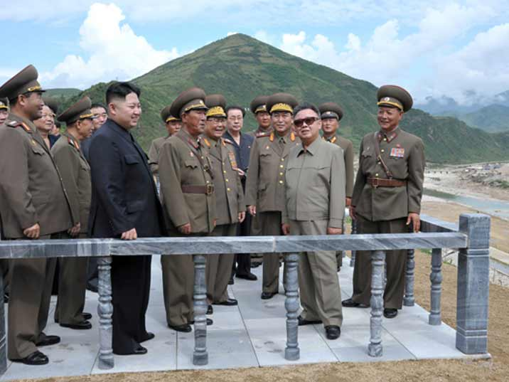 Kim Jong Il looking at a military exercise with his generals and son Kim Jung Un