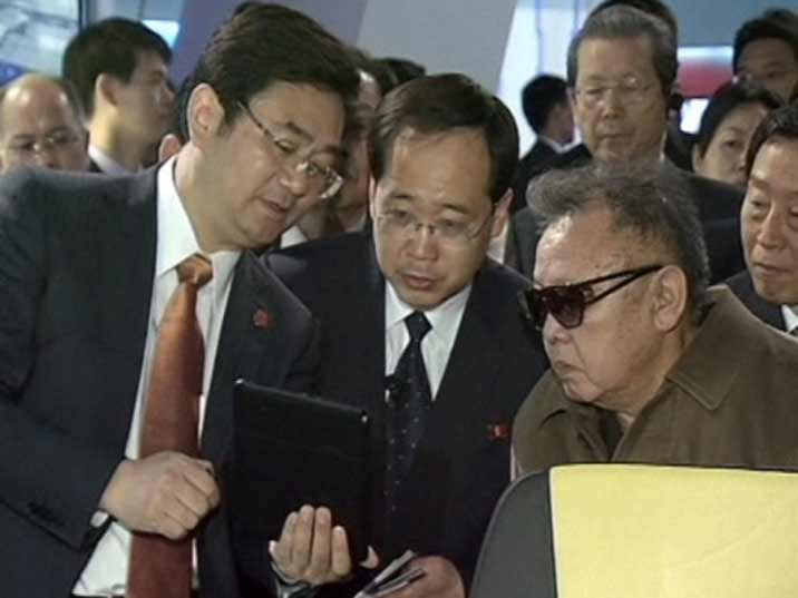 Kim Jong Il looking at an Ipad in a Chinese factory