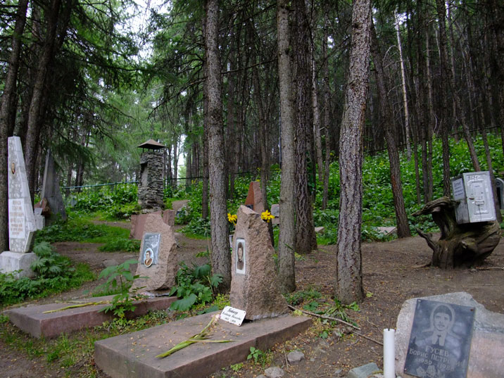 The mountaineers cemetery where people are buried who died on the mountains or choose this as last resting place
