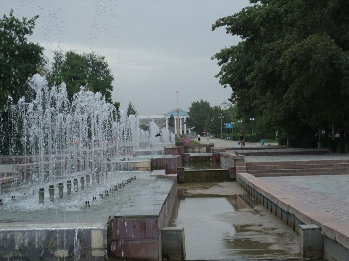 The Alley of Youth is a long avenue in the University neighborhood with fountains, monuments and cultural institutions