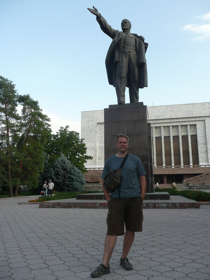 Comtourist editor in front of the Lenin statue that stills stands in Bishkek Kirghizstan, lets hope it will stay there for a while