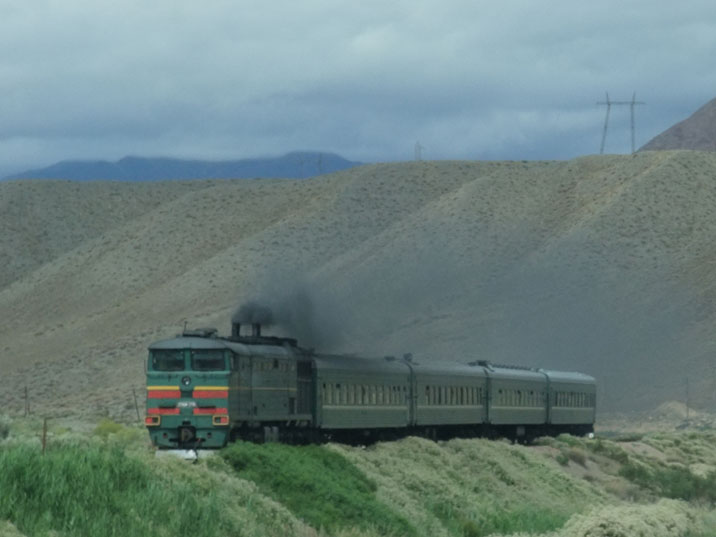 A 2TE10M diesel locomotive passes the Boom Gorge on its way from Balykchy to Bishkek