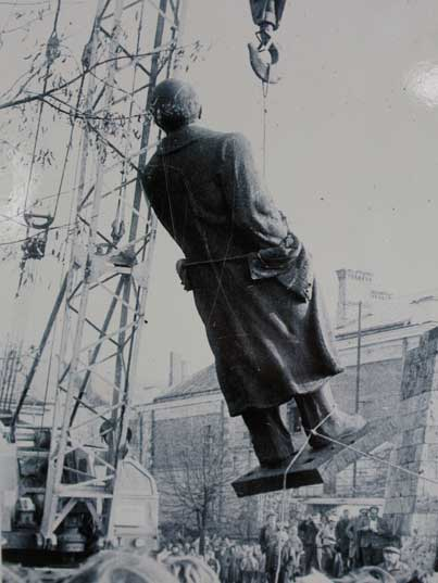 Cesis Lenin statue dismantled in 1990 after Latvian independence