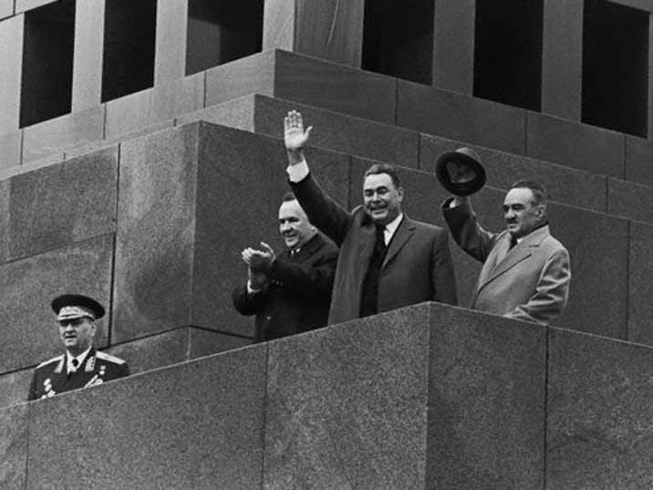 Leonid Brezjnev waving from the Lenin Mausoleum on May Day 1975