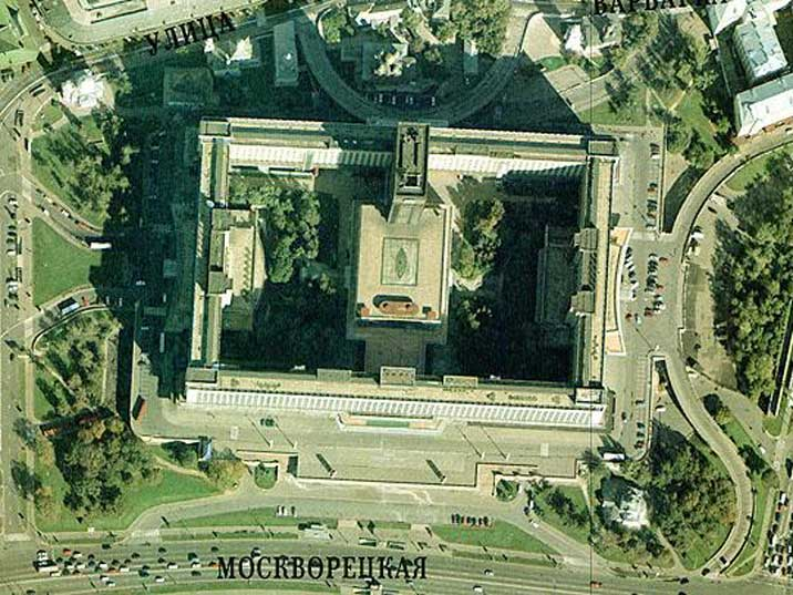 Arial photograph of the giant Hotel Russia near Red Square