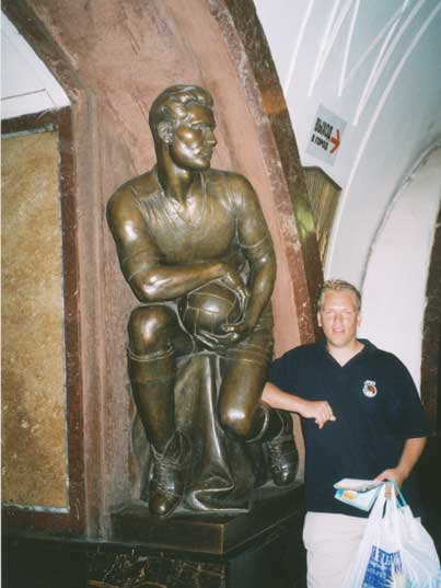 Statue of a football player in Ploshchad Revolutsii Metro Station