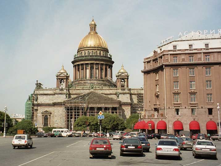St. Isaac's Cathedral, on the right the famous Hotel Astoria