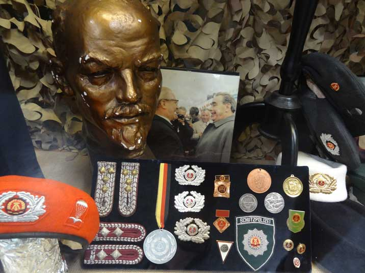 Selection of GDR Army memorabilia inducing a Para Troopers Barrette, medals and various Army patches