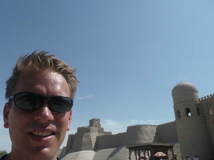 Trying to cope with the Uzbek heath near the Khiva city walls