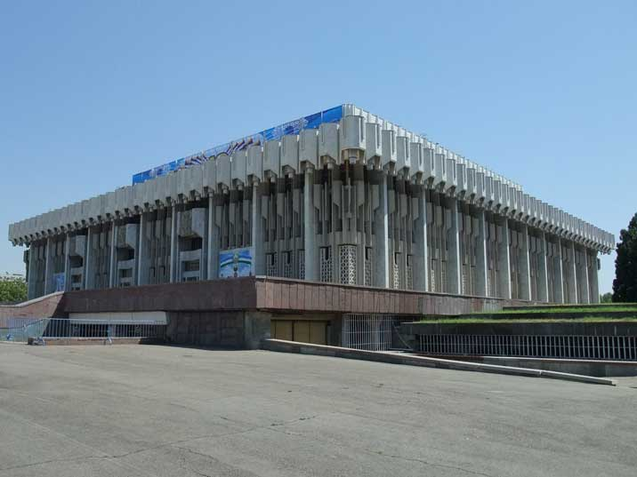 The Tashkent Friendship Palace is an other Soviet masterpiece