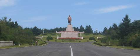 Road leading to the Kim Il Sung statue at Janam San in Kaesong