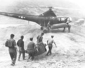 Wounded US soldiers carried to a helicopter during the Korean war