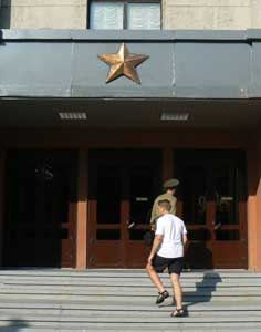 Entering the Central house of Officers in Minsk with a soldier